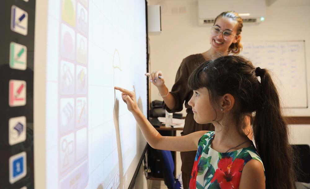 Aulas de inglês atraentes e interativas para crianças