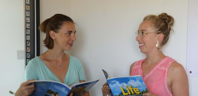 Студенты на коммуникативных занятиях английского для взрослых