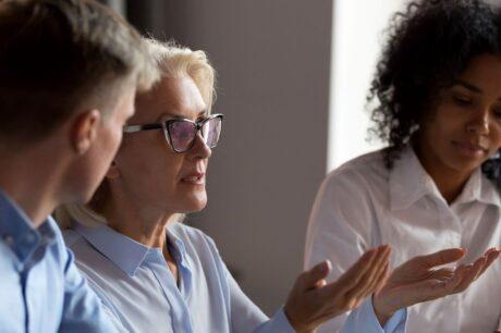 team aziendale partecipa a un corso di lingue aziendale
